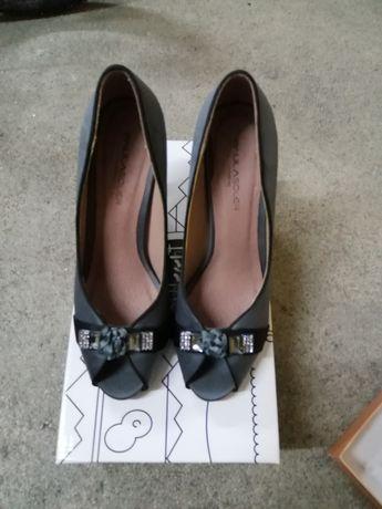 Sapato alto cinza