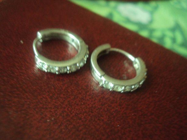piękne srebrne kolczyki z cyrkoniami kółka