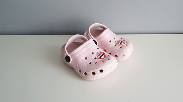 Rozmiar 22. Gumowe buty kapcie różowe dziecięce