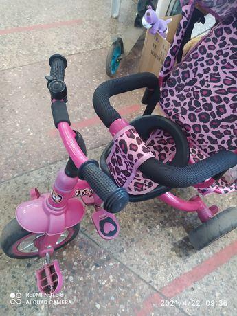 Велосипед трёх колёсный.