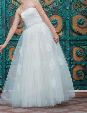 Свадебное платье со шлейфом от Daria Karlozi(Дарья Карлози)