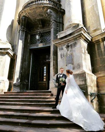 Весільне плаття Ember