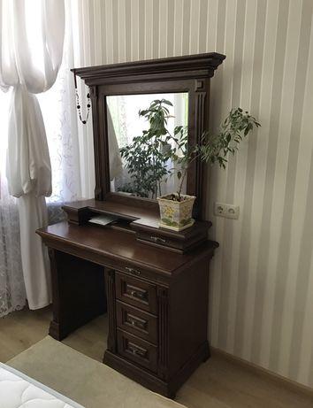 Продам спальню ( кровать, туалетный столик)