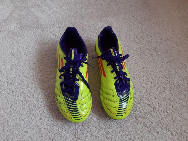 Adidasy korki do piłki dla chłopca w rozmiarze 35