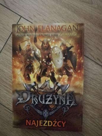 """Sprzedam ,,Drużyna. Najeźdźcy"""", John Flanagan, powieść, fantastyka"""