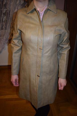 Piękny skórzany płaszcz damski
