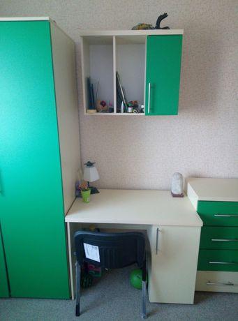 Продам мебель в детскую комнату. Спальный гарнитур.