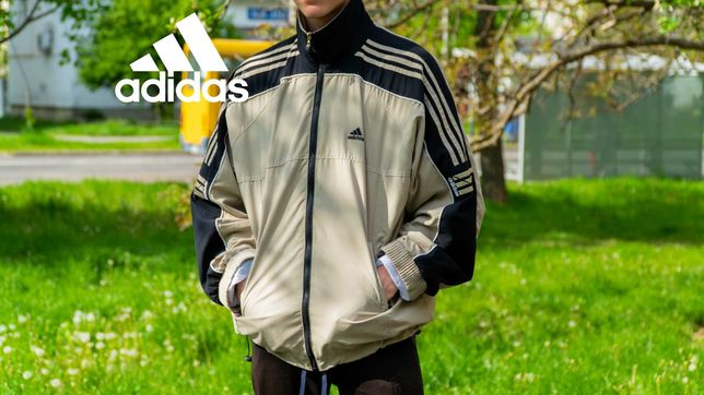Легка ветровка Adidas.