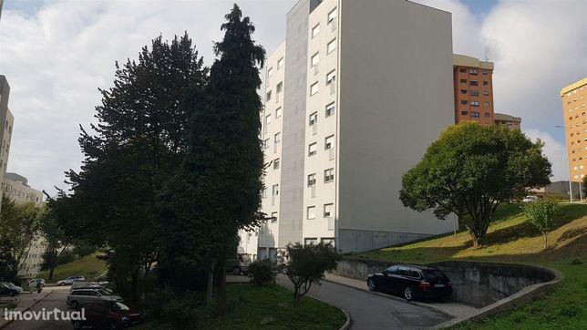 Apartamento T3 Renovado, em Vila D´Este