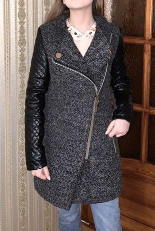 Зимнее пальто с кожаными рукавами