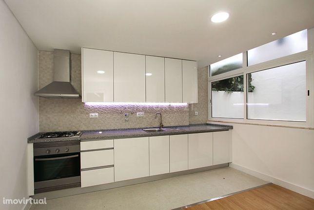 Apartamento T2, renovado, Cruz Quebrada-Dafundo, Algés