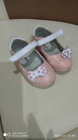 Дитяче взуття вживане майже нове