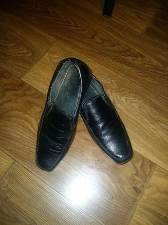 Продам детские туфли 35 размера