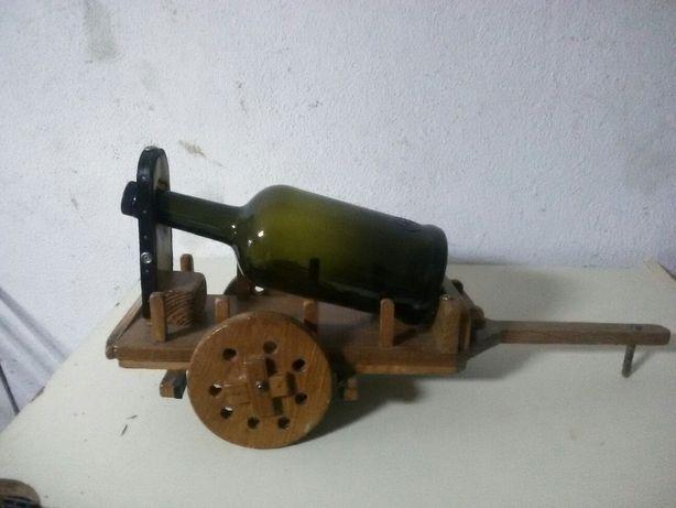 Carroça toda em madeira artesanal garrafeira