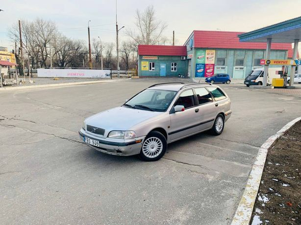 Volvo V40 , вольво