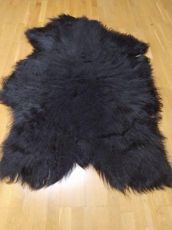 Czarna naturalna skóra owcza Island - dywanik