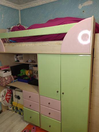 Двухярусная кровать с шкафом столом и тумбами
