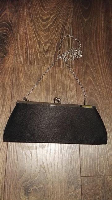 Torebka mała czarna kopertówka na łańcuszku