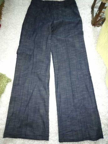 Granatowe spodnie damskie z szeroką nogawką
