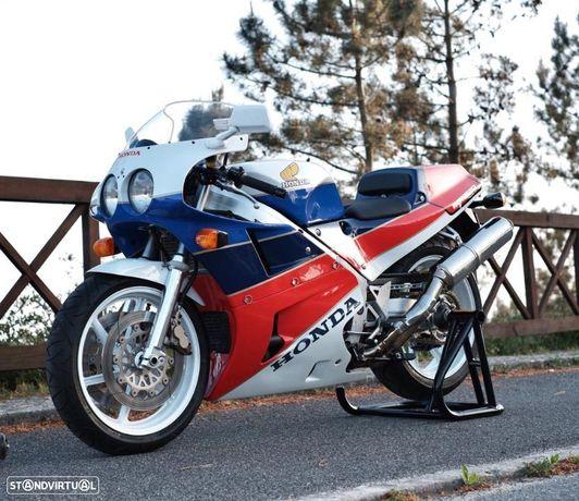 Honda VFR 750 RC30 118cv