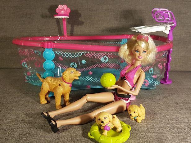 Barbie z pieskami na basenie