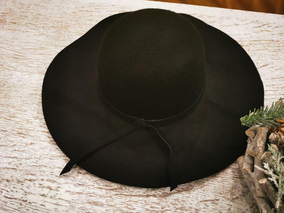Czarny filcowy kapelusz Warszawa - image 1
