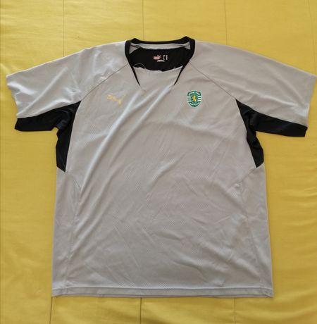 T-shirt Desportiva Puma Sporting - Pequenas Marcas