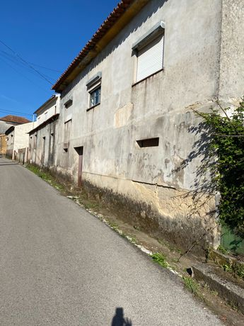 Casa para restauro com quintal