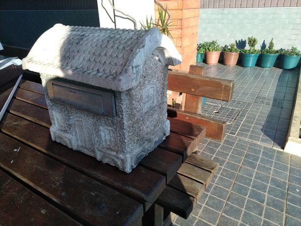 Caixa correio pedra