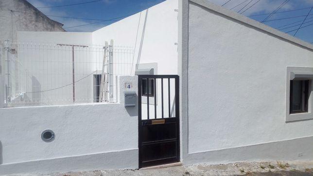 Apartamento T2, tipo Moradia na Vila Nova de Caparica
