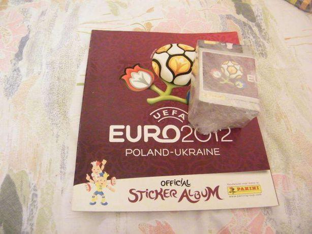 caderneta Euro 2012, completa com todos os cromos por colar