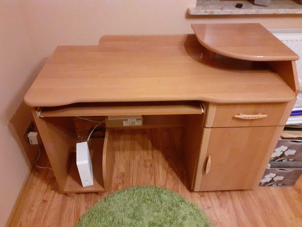 Biurko z miejscem na komputer stacjonarny, monitor i klawiaturę