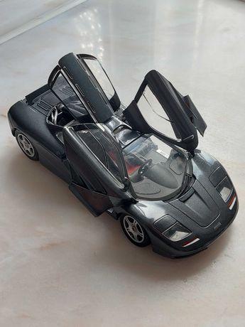 Modelo miniatura 1:18 McLaren F1, marca Maisto