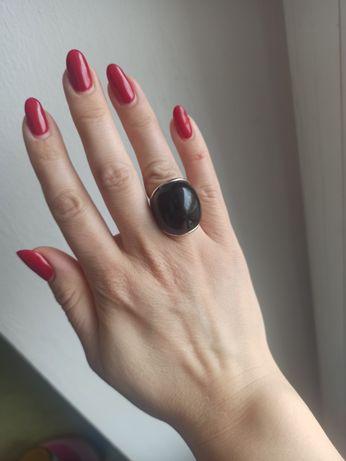 Кольцо с крупным камнем 17