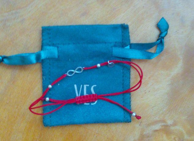 Bransoletka na czerwonym sznurku srebrna nieskończoność yes