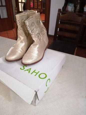 Botins da marca Sahoco em pele cor dourado tamanho 39 pouco usadas