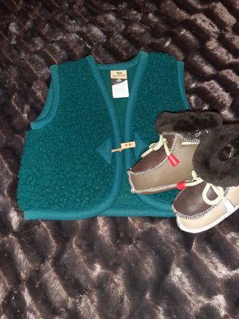 Тёплая жилетка и ботиночки