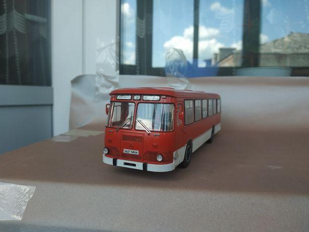 Автобус Лиаз-677М AVD models 1:43