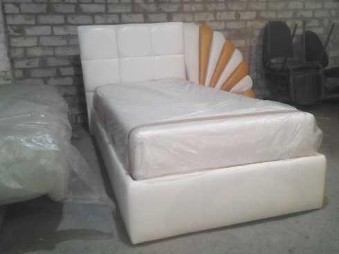 Односпальная мягкая кровать с ортопедическим матрасом