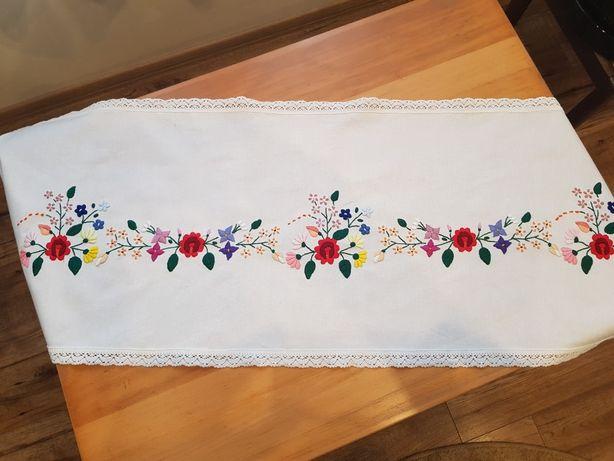 Bieżnik ręczny kolorowy haft