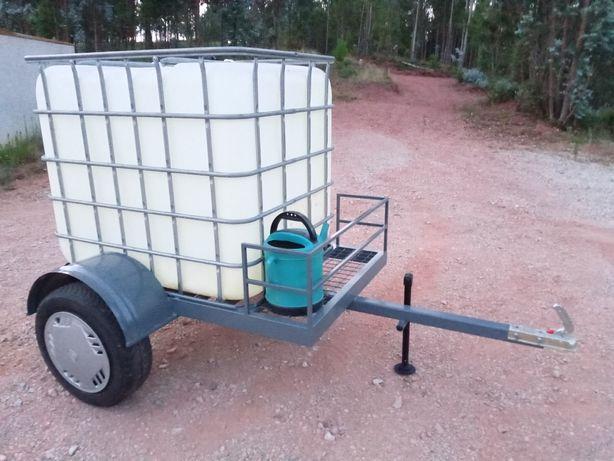 Vendo reboque com tanque de água de 1000L.