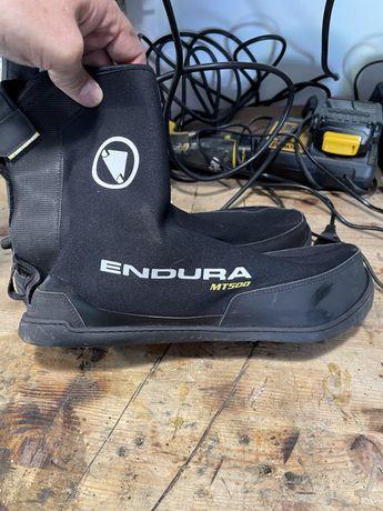 Cobre botas de ciclismo da marca endura