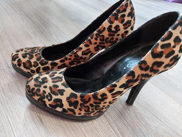 Продам женские туфли35 р