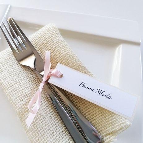 Oryginalne perłowe winietki na stół weselny z wstążeczką