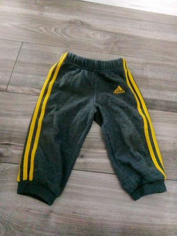Sprzedam spodnie chłopięce adidas