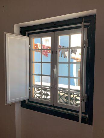 Janelas alumínio e portas de alumínio e madeira maciça