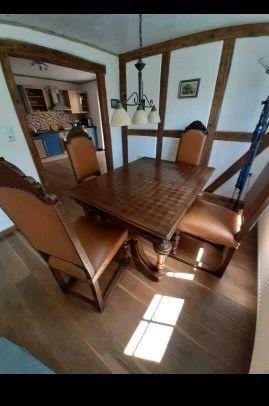 Sprzedam antyczy stół i 6 krzeseł