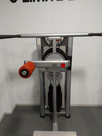 Máquina de musculação de glúteo