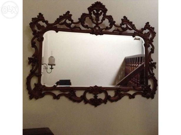 Espelho em madeira feito à mão