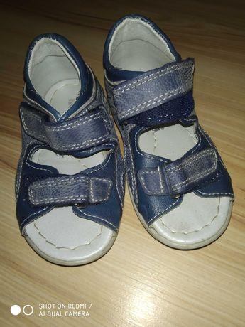 Sandałki marki Kornecki